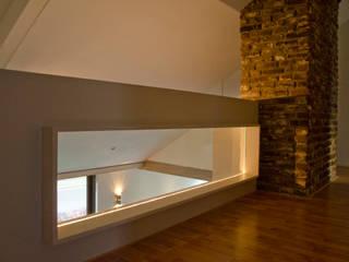 現代風玄關、走廊與階梯 根據 Ontwerpbureau Op den Kamp 現代風