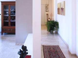 Moderner Flur, Diele & Treppenhaus von baustudio Modern