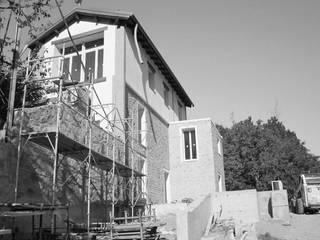 Casa D: Case in stile  di baustudio