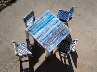 Tavoli cemento e ferro per interni ed esterni: Sala da pranzo in stile  di Testadilegno