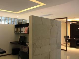 Acabados: Estudios y oficinas de estilo  por LC Arquitectura