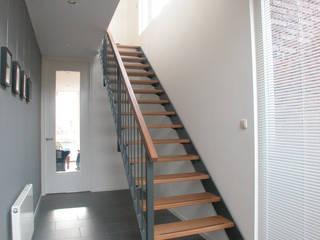 Woonhuis Terwijde Leidsche Rijn Utrecht Moderne gangen, hallen & trappenhuizen van Dick van Aken Architectuur Modern