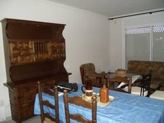 Dar vita ad un appartamento chiuso da tempo:  in stile  di Daniela Home Staging