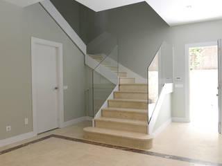 Escalera de entrada:  de estilo  de Reformadisimo