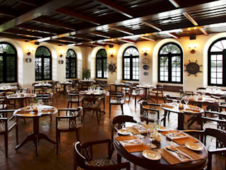 Hotels & Resorts Colonial style dining room by Prabu Shankar Photography Colonial