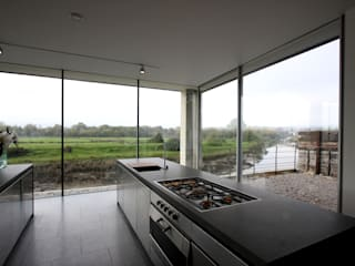 The Rusty House Modern windows & doors by IQ Glass UK Modern