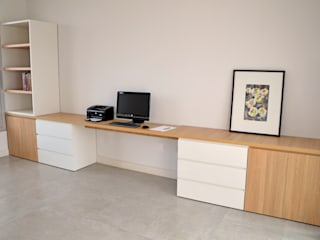 RÜM Proyectos y Diseño Study/officeDesks Chipboard White