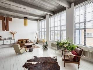 O estilo vintage de Hackney: Salas de estar modernas por MOSAIC DEL SUR