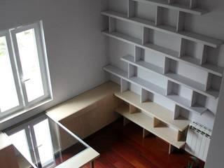 Escritório Escritórios modernos por Pau - Into the wood Moderno