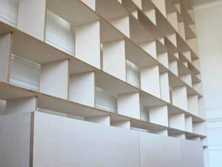 Estante por Pau - Into the wood Moderno
