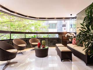 Apartamento Lourdes Varandas, alpendres e terraços modernos por Morávia - Arquitetura e Interiores Moderno