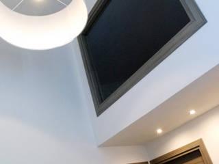 Progetto: Ingresso & Corridoio in stile  di N38Lab