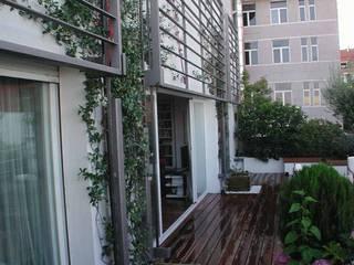 Moderner Balkon, Veranda & Terrasse von Estudio Marta Byrne Paisajismo Modern