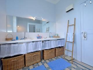 SALLE DE BAIN: Salle de bains de style  par JOSE MARCOS ARCHITECTEUR