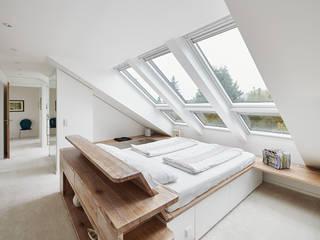 Dachgeschossausbau, Ratingen Moderne Schlafzimmer von Philip Kistner Fotografie Modern