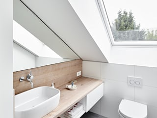 Modern bathroom by Philip Kistner Fotografie Modern