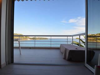 appartement roquebrune cap martin : Fenêtres de style  par kmmarchitecture