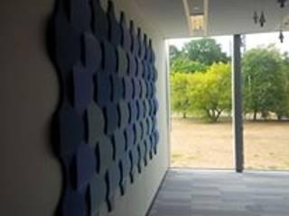 Panele ścienne Flow 2.0 zaaranżowane na ścianie. : styl , w kategorii Ściany zaprojektowany przez FLUFFO fabryka miękkich ścian