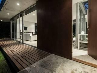 Casa O2 Pasillos, vestíbulos y escaleras de estilo moderno de Felipe Gonzalez Arzac Moderno