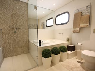 Salle de bains de style  par Daniela Hescheles Arquitetura, Moderne