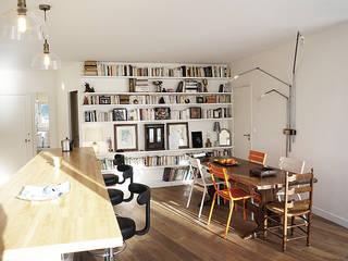 Sur le Pont: Salon de style de style Minimaliste par BARDIN ARCHITECTE