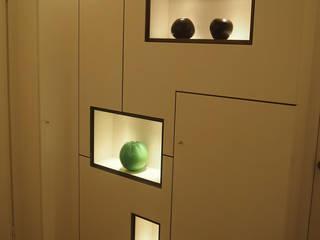 ingresso: Ingresso & Corridoio in stile  di studi di progettazione riuniti