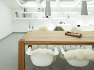 Sanierung einer Dachgeschosswohnung: moderne Wohnzimmer von Karl Kaffenberger Architektur | Einrichtung