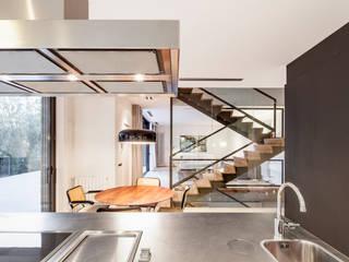 HOUSE FOR A MUSICIAN AND A DANCER Comedores de estilo moderno de Alex Gasca, architects. Moderno