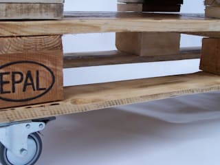 Couchtisch 7,Lowboard aus alter Industriepalette: industriell  von Waldeck-Upcycling-Products,Industrial