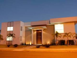 Sandra Kátia Junqueira Casas de estilo moderno