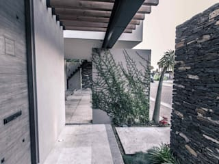 Loyola Arquitectos Moderner Flur, Diele & Treppenhaus
