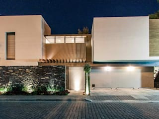 Fachada Principal: Casas de estilo moderno por Loyola Arquitectos