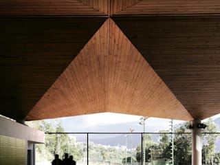 Edificio de Deporte y Servicios de Tenis del Centro Italiano Venezolano PA - Puchetti Arquitectos Bares y Clubs