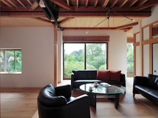 湯河原の別荘: こぢこぢ一級建築士事務所が手掛けた現代のです。,モダン