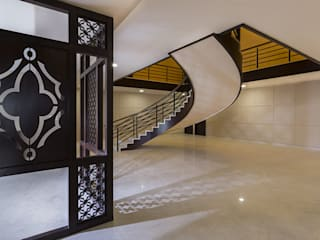 Modern Corridor, Hallway and Staircase by Spaces and Design Modern
