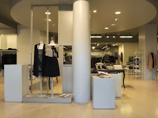 Stefan Shop by Andrea Gaio Design Modern