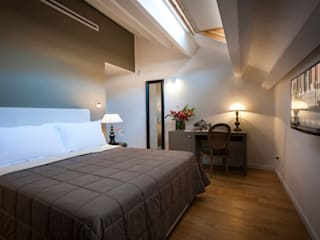 B&B 22 CHARMING ROOMS & APARTMENTS Camera da letto eclettica di EXCELSIOR HOME INTERIORS Eclettico