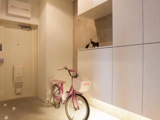 「ビンテージ+ぬくもり」生まれ変わった広く光あふれる空間: 株式会社インテックスが手掛けた廊下 & 玄関です。,インダストリアル