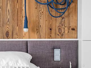 Ayuko Studio Dormitorios de estilo ecléctico Madera Gris