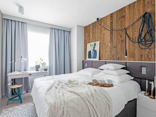 Ayuko Studio Dormitorios de estilo ecléctico Madera Blanco