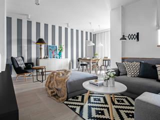 Ayuko Studio Salones de estilo ecléctico Pelo Gris
