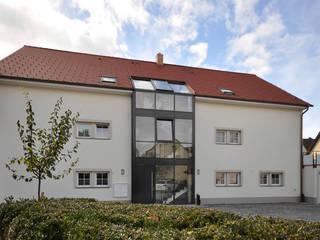 Maisons de style  par Hauptvogel & Schütt Planungsgruppe, Classique
