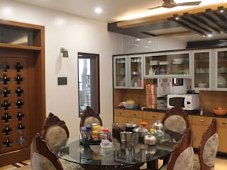 Kulkarni Bunglow Interior Modern dining room by Prashanth Deshmukh & Associates Modern