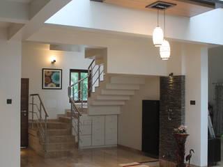 Kulkarni Bunglow Interior Modern corridor, hallway & stairs by Prashanth Deshmukh & Associates Modern