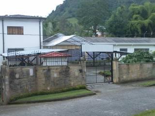 -Vivienda - Casa Arzobispal - Esquema remodelación  - Manizales - Barrio La Francia: Casas de estilo  por Santiago Zuluaga Arroyave, Ecléctico