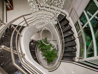 現代風玄關、走廊與階梯 根據 Arquiteto Aquiles Nícolas Kílaris 現代風 大理石