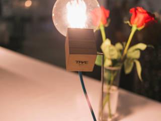 Lámpara Robot en iluminación de eventos:  de estilo  de TRAE SHOP