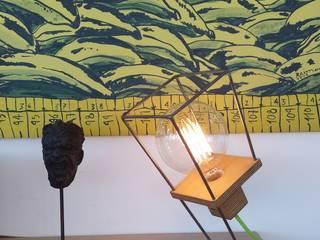 Lámpara Runner en mueble salón:  de estilo  de TRAE SHOP