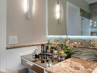現代浴室設計點子、靈感&圖片 根據 Arquiteto Aquiles Nícolas Kílaris 現代風 大理石