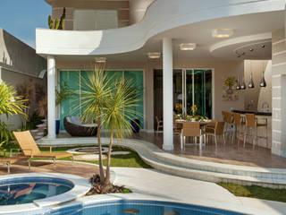 Casa Tripoli: Casas  por Arquiteto Aquiles Nícolas Kílaris,Moderno